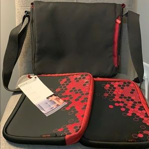 BELKIN Dual iPad Carrying Case w/Two Covers NWT